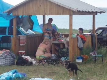 лагерь охраняла немецкая овчарка(правда ей еще 3 месяца) )))
