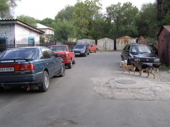 В городе Талдыкогран (тыщ 100 населения) в основном преобладает вот такой автопарк