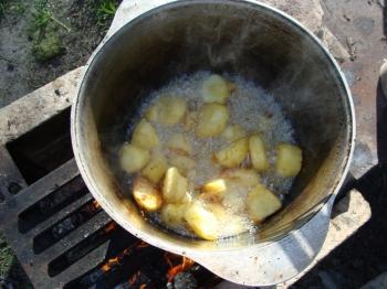Картошка должна прожариться до красной корочки