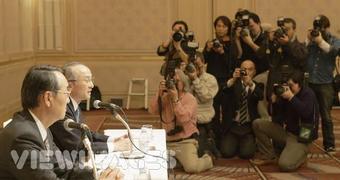 На фото президент компании Toyota господин Ватанабэ Кацуаки и президент FHI господин Такэнака Кёдзи